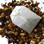 Domácí vs. kupovaný čaj: mýty + fakta a recept na lahodný čaj z podzimních plodů